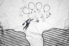 Летание работника над скалой с воздушными шарами Стоковая Фотография RF