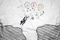 Летание работника с словом SEO на воздушных шарах Стоковое Изображение RF