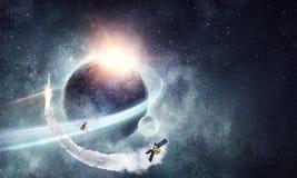 Летание Ракеты в космосе Мультимедиа Стоковое Изображение