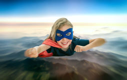 Летание ребенк супергероя стоковое фото rf