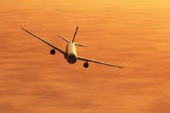 летание самолета 3d представляет заход солнца Стоковое фото RF