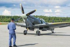 Летание самолета mk XVI spitfire авиасалона Стоковая Фотография