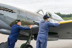 Летание самолета mk XVI spitfire авиасалона Стоковая Фотография RF