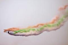 Летание самолет-биплана на Aero Индии стоковые изображения rf