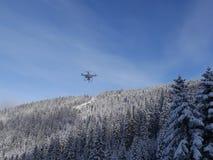 Летание трутня в зиме Стоковая Фотография RF