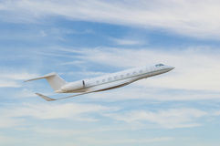 Летание частного самолета в небе стоковое фото rf