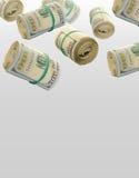 Летание Rolls 100 долларовых банкнот абстрактные деньги предпосылки Стоковые Изображения