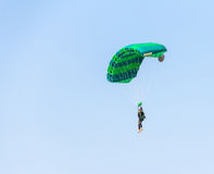 Летание skydiver спортсмена человека Стоковые Фото
