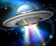 Летание UFO в темном пространстве иллюстрация штока