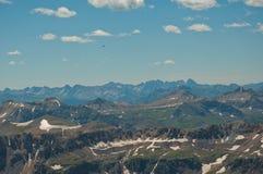 Летать высоко над скалистыми горами Колорадо стоковое фото