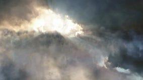 Летать над облаками шторма видеоматериал