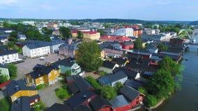 Летать над Porvoo на вечере в июле Финляндия видеоматериал