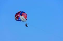 Летать на парашют Стоковое Изображение
