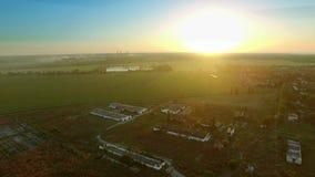 Летать над покинутыми фермами Авиационная съемка акции видеоматериалы