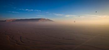 Летать над пустыней Стоковые Изображения RF