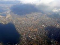 Летающ над Копенгагеном, Дания по мере того как она затенено облаками стоковые фото