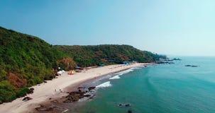 Летающ на трутня, над ладонями Индийского океана, шлюпки и кокоса акции видеоматериалы