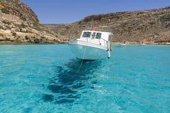 Летите на воду в море Lampedusa стоковые фото