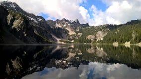 Летнее время ландшафта озера снег стоковое фото rf
