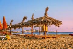 Летнее время Побережье Gargano: Пляж Portonuovo, Vieste- (Apulia) ИТАЛИЯ Стоковые Фотографии RF