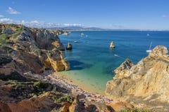 Летние отпуска в побережье Алгарве, Португалии Стоковая Фотография RF