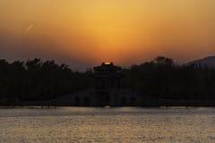 Летний дворец захода солнца стоковые изображения