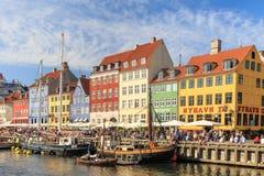 Летний день в Nyhavn, Копенгагене, Дании - августе 2016 стоковые фото