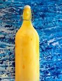 Летний день, домодельный варить Limoncello Деревянная предпосылка Стоковые Фото