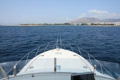 Летний день конец отключения на яхте приходя назад к Афинам, порту Glyfada, Греции Стоковая Фотография RF