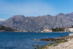 Летний день пляжа Адриатического моря Kotor Стоковое Изображение