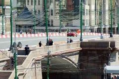 Летний день Феррари гоночного автомобиля города участвуя в гонке a Москвы стоковые изображения rf
