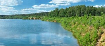 лето берега озера панорамное стоковые изображения
