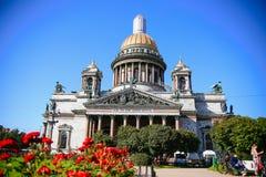 Лето взгляда собора ` s St Исаак Стоковые Фото
