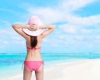 Лето и счастливая девушка бикини Стоковые Изображения RF