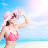 Лето и счастливая девушка бикини Стоковые Фотографии RF