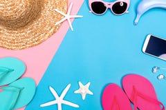 Лето и тема объектов пляжа на живой предпосылке Стоковые Изображения