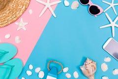 Лето и тема объектов пляжа на живой предпосылке Стоковая Фотография RF