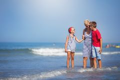 Лето, каникулы, концепция семьи стоковые фотографии rf
