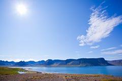 лето ландшафта Исландии фьордов Стоковые Фото