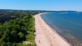 Лето на пляже Балтийского моря в Sopot видеоматериал