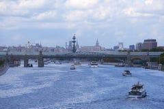 Лето реки Москвы в городе 2014 Стоковое Изображение RF