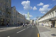 Лето улицы Москвы Pjatnitsky Стоковая Фотография