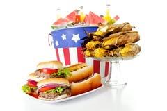 Лето: Фокус на очень вкусных зажаренных гамбургерах Стоковая Фотография