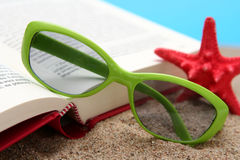 лето чтения Стоковые Изображения RF