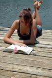 лето чтения Стоковая Фотография RF