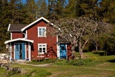 лето Швеция дома идилличное Стоковая Фотография RF