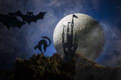 Летучие мыши на фоне луны, хеллоуина Стоковое фото RF