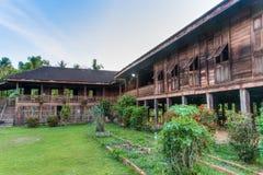 Леты старый старый дом сотен, Uttaradit, Таиланд Стоковая Фотография
