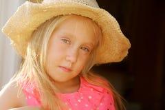 6 лет старой девушки стоковое фото