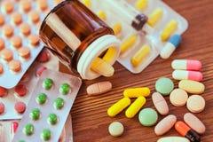 Лечение в контейнере для здоровья стоковые фотографии rf